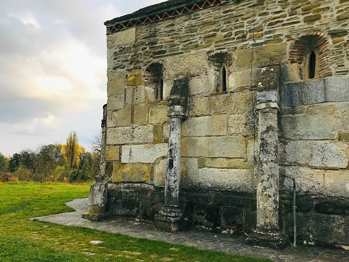 Densuș Church - Biserica Densuș - Roman Columns @dariusroby.com